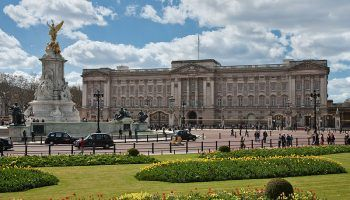 Buckingham Palace refit given go-ahead
