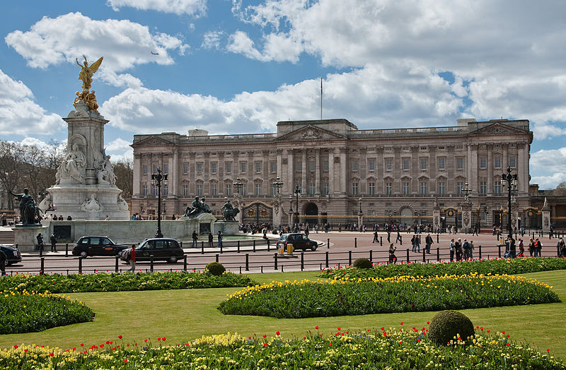 Buckingham Palace refit given go-ahead